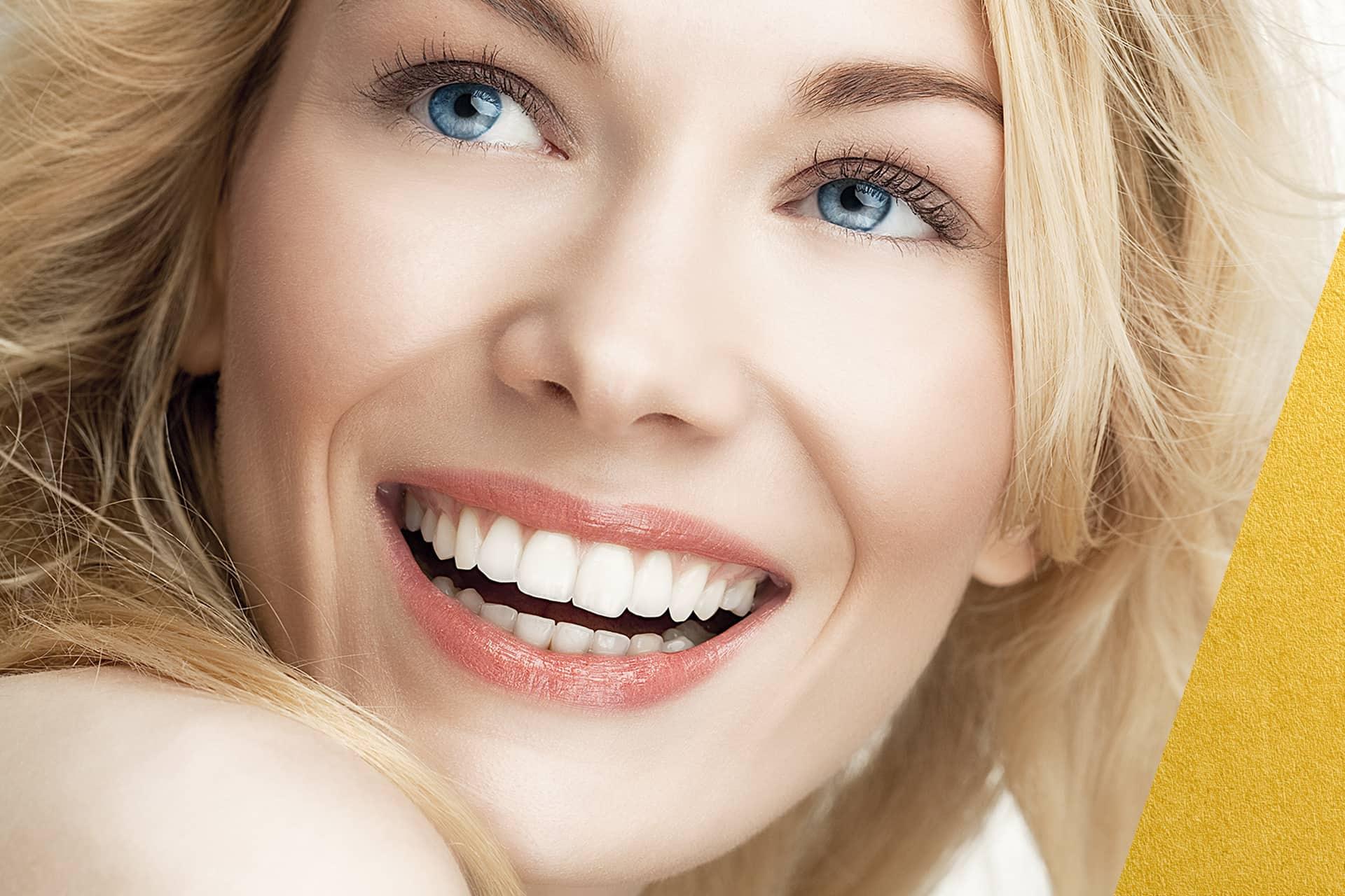 Si sueñas con una sonrisa perfecta el tratamiento Invisalug puede estar indicado para tu caso. Acude aun ortodoncista para que disgnostique tu caso